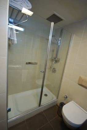 How do I Tile a Shower Hob?   HomeSteady