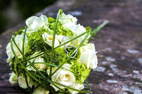 bouquet di fiori per sposa 5 fiori per un bouquet di matrimonio bianco e verde