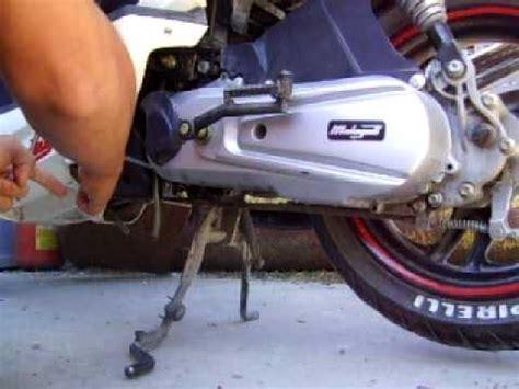 candela phantom f12 come togliere il fermo strozzo al variatore di uno scooter
