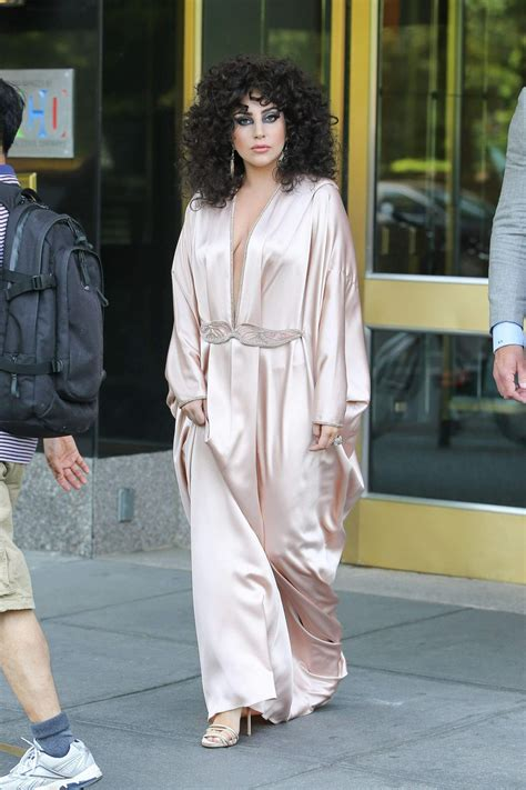 Ny Piyamas Ladie gaga in pink silk dressing gown leaves apartment