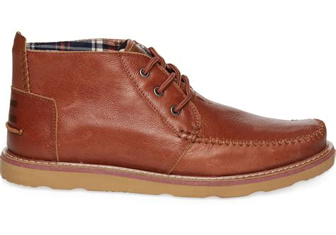 brown leather s chukka boots toms