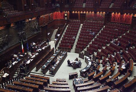 stipendi deputati la falsa promessa degli stipendi dei parlamentari il