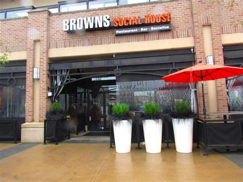 artificial grass planters for your restaurant or business