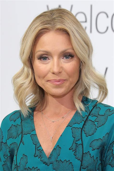 kelly ripa hair kelly ripa medium wavy cut kelly ripa looks stylebistro