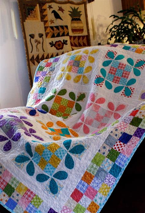 bee comforter free tutorial honey bee quilt by erin cox