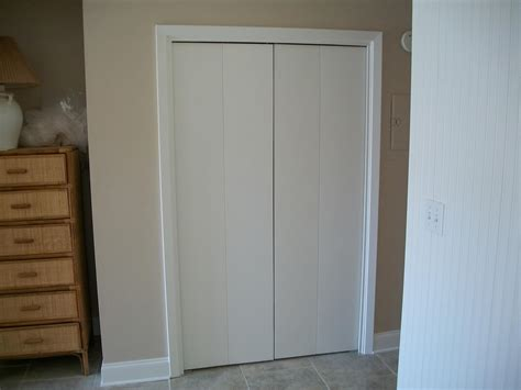 Tri Sliding Closet Doors Wonderful Where To Put Bifold Closet Door Handles Roselawnlutheran