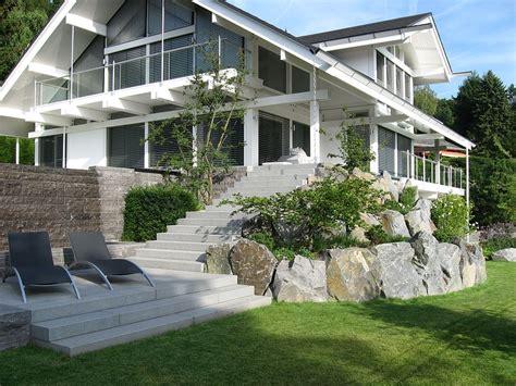 terrasse hoch bruchsteine vor hochterrasse haufler baumschule und