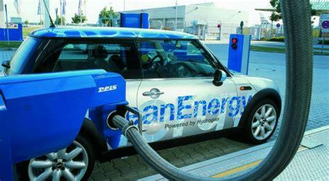 Tesla Hydrogen Car Toyota Abandons Tesla S Ev Tech Will Push Hydrogen Fuel