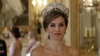 las reinas de africa mira todos los looks de la reina letizia de espa 241 a durante su visita a gran breta 241 a fotos