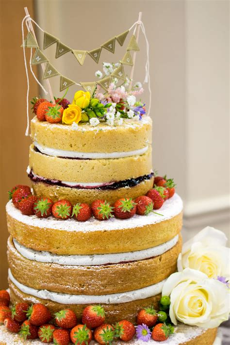 10 truly scrumptious  wedding cakes