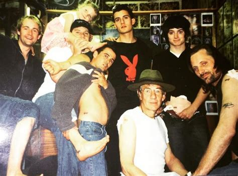 lord of the rings throwback photo shows cast getting
