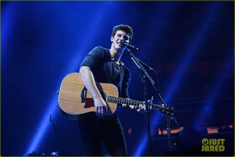 Concert Shawn Mendes shawn mendes performs illuminate tour preview at msg