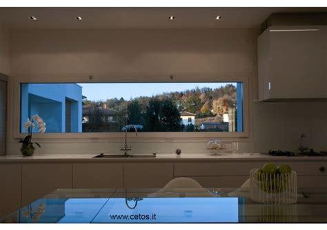 cucine con finestra sul lavello forum arredamento it idee per disposizione cucina
