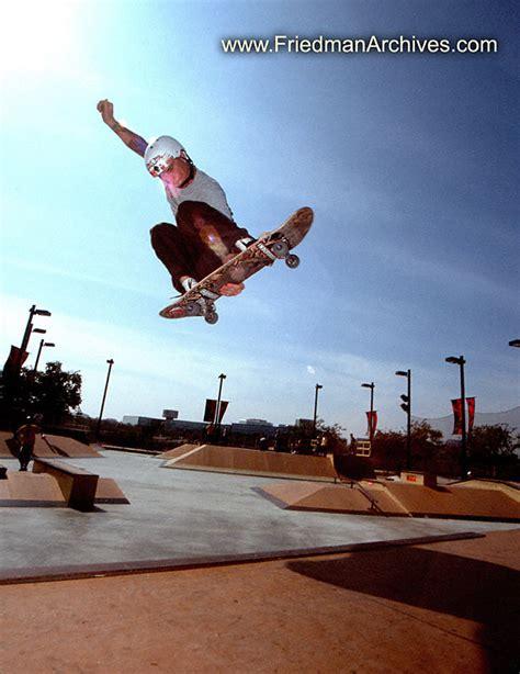 skate volante flying skateboarder 8x10 300 dpi