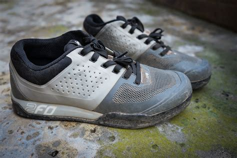 flat mountain bike shoes review specialized 2fo flat shoes bike magazine