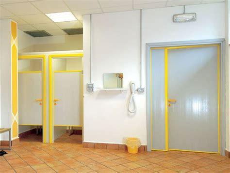 porte per bagni pubblici preventivo porte interne in pvc per bagni palestre piscine