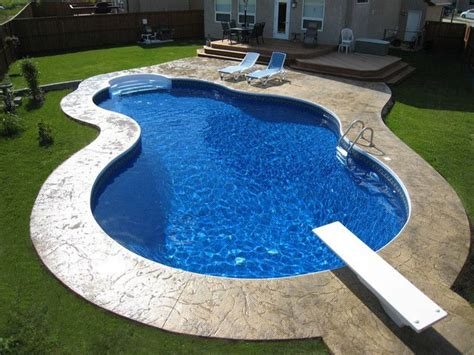 kidney shaped pool best 25 kidney shaped pool ideas on pinterest small