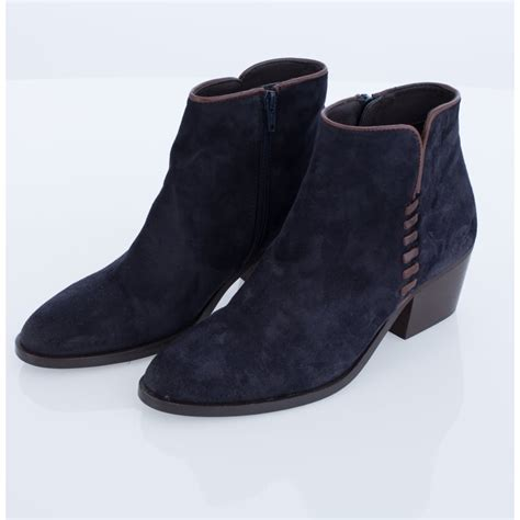3052 alpe suede ankle boot with leather stitch detail in navy