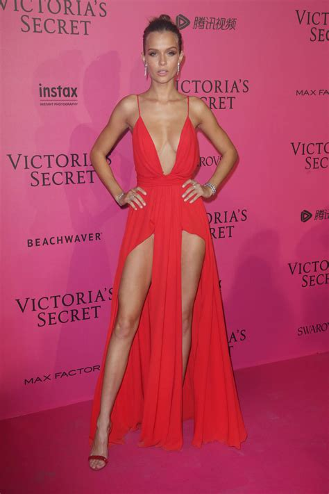 josephine skriver victorias secret fashion show
