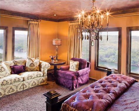 Sofa Warna Ungu kombinasi warna emas agar rumah terasa mewah rumah dan