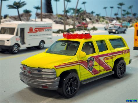 matchbox chevy suburban matchbox 2000 chevy suburban fire 1 76 matchbox 2000