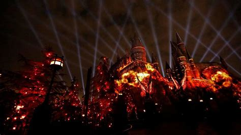 harry potter hollywood light show spectacular bone chilling harry potter light show to