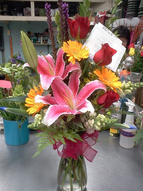 algo simple pero encantador este jarron  flores