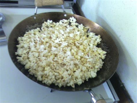 Wajan Sedang wajan membuat popcorn menggunakan wajan