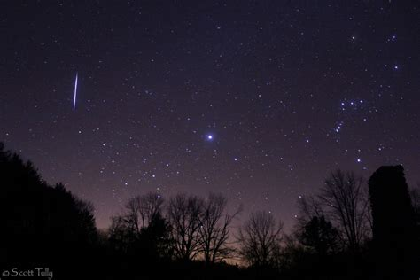 Leonid Meteor Shower by Leonid Meteor Shower Peaks Overnight Tuesday What To Expect