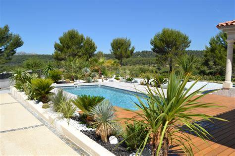 Amenagement Paysager Autour Piscine am 233 nagement paysager contemporain de jardini 232 res autour d