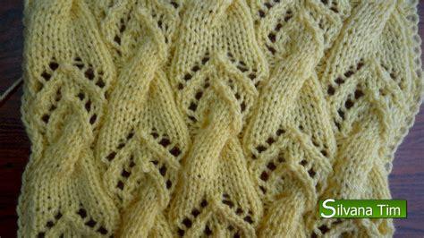 tejido con agujas punto calado con elemento de trenzas tejido con dos