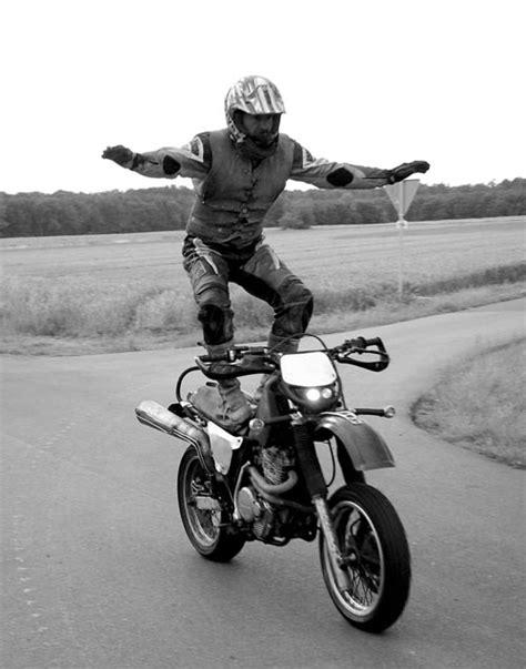 Motorrad Stunts by Stunts