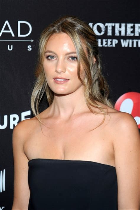 56 year old celebs 56 year old sean penn is dating the young actress