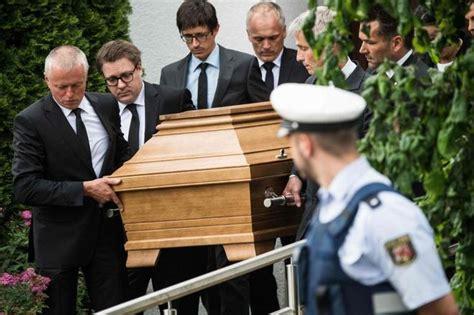 los restos mortales de helmut kohl siguen en casa de su