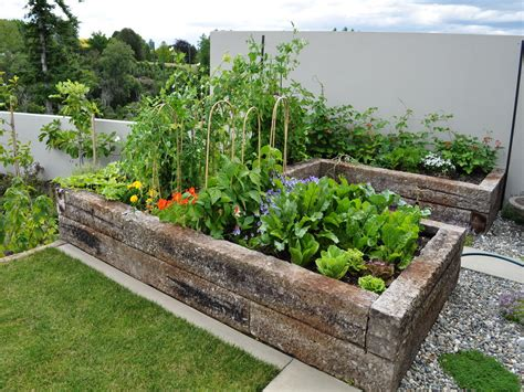 Small Veg Garden Ideas with Small Vegetable Garden Design