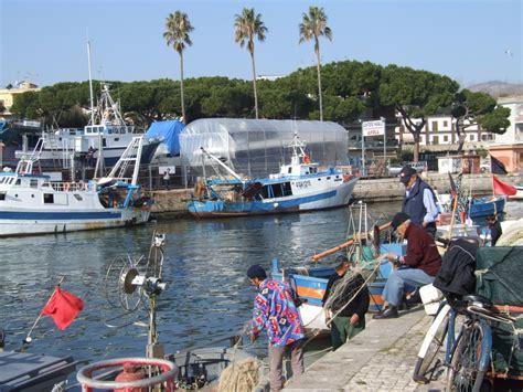 porto di terracina pescatore 25enne annega al porto di terracina 232 mistero