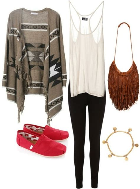 gipsy gipsy fishnet tights simple accessories and comfortable shirt white black brown gold purse tribal