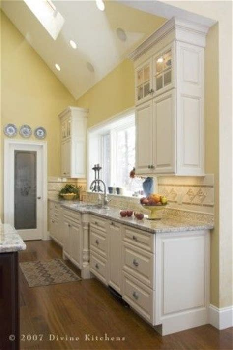 yellow kitchen cabinets what color walls best 25 pale yellow walls ideas on light