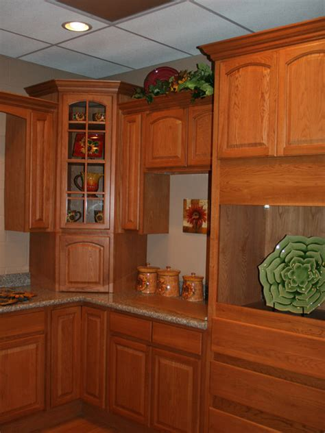 traditional oak kitchens oak kitchen cabinets home design traditional cabinetry