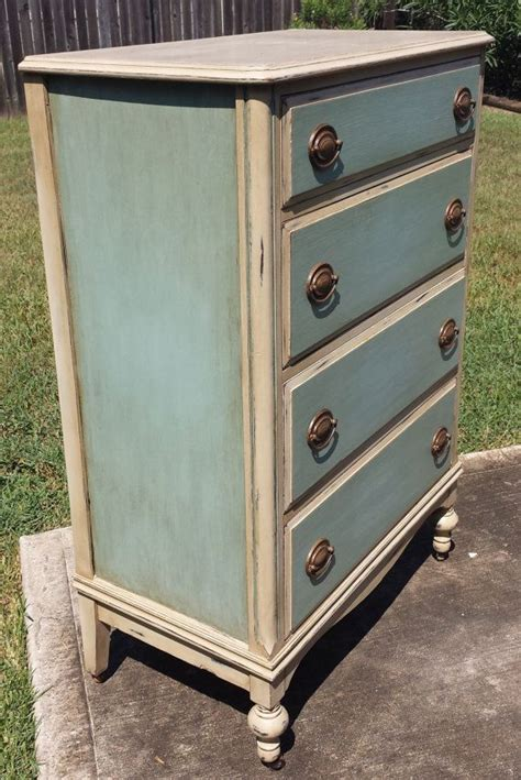 How To Antique A Dresser With Paint by Best 25 Painted Dressers Ideas On Chalk