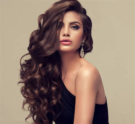 pictures of haircuts that make your hair look thicker how to cut thin hair to make it look thicker victoria s