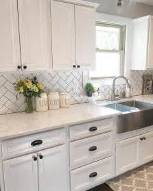 white kitchen cabinets with backsplash best 25 white cabinets ideas on white cabinet