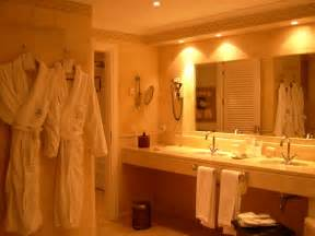 file hotel suite bathroom jpg