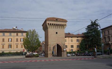 piazza di porta castiglione bologna porta castiglione bologna foto di porta castiglione
