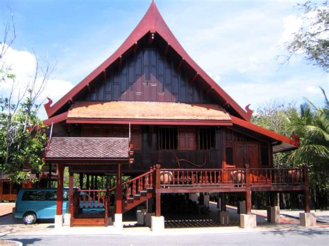 thai homes file thai traditional house on stilts trat thailand jpg
