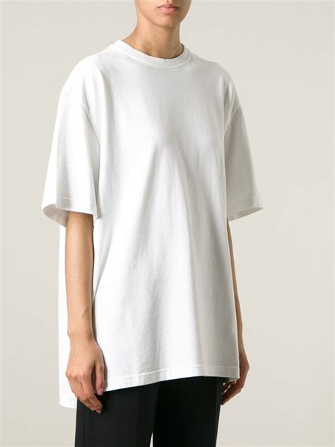 white shirt oversized artee shirt