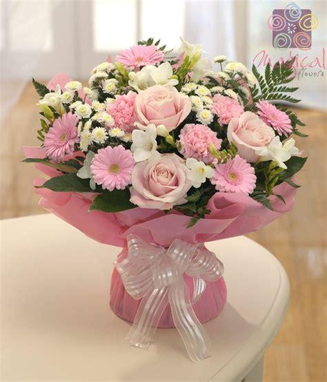 Rangkaian Bouquet Bouquet Mawar Asli anniversary