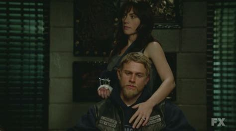 sons of anarchy season 4 pics jax s new haircut and the angst report sons of anarchy season four finale