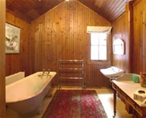 wooden house bathroom scotland self catering rental accommodation the wooden
