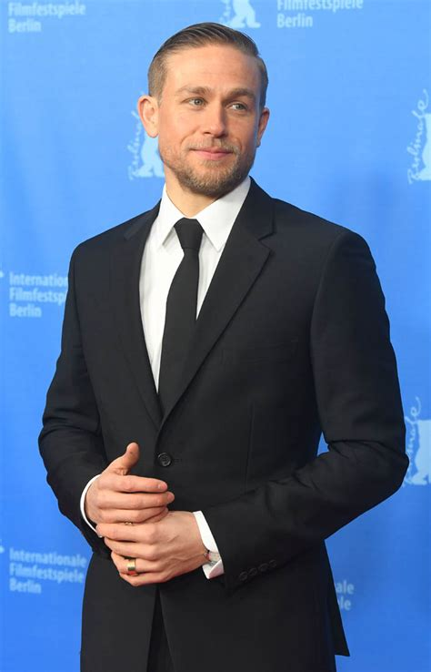 charlie hunnam charlie hunnam is sexier than ever in a black suit at lost